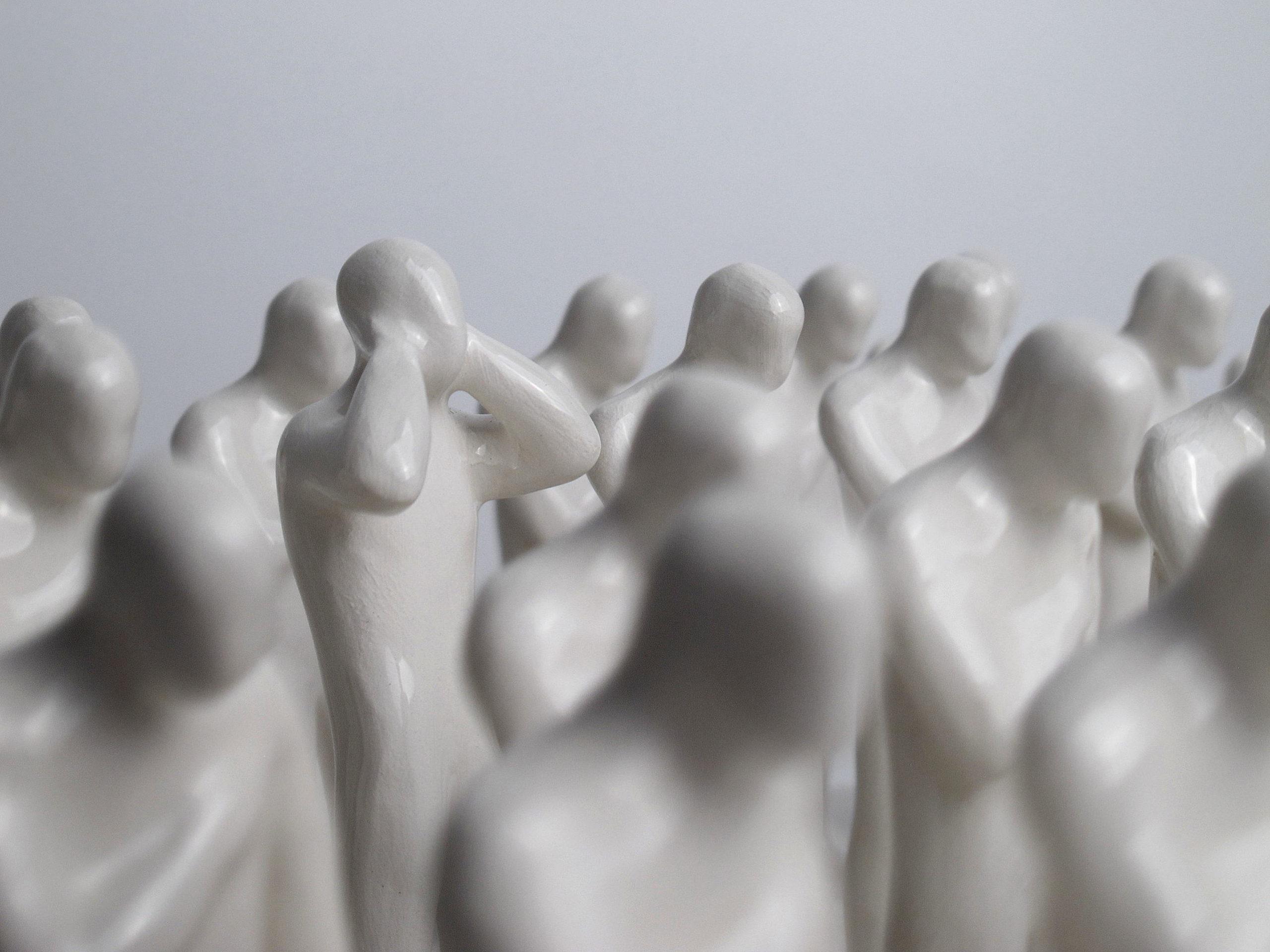 Gabriele Mallegni No listen box, particolare, ceramica bianca, smaltata, 2020